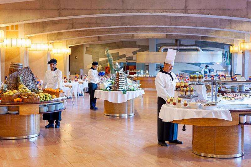 Une Installation Classique De Buffets Dans L'hôtel Faro Jandía